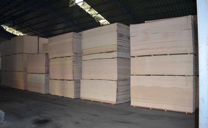原生态木板仓库